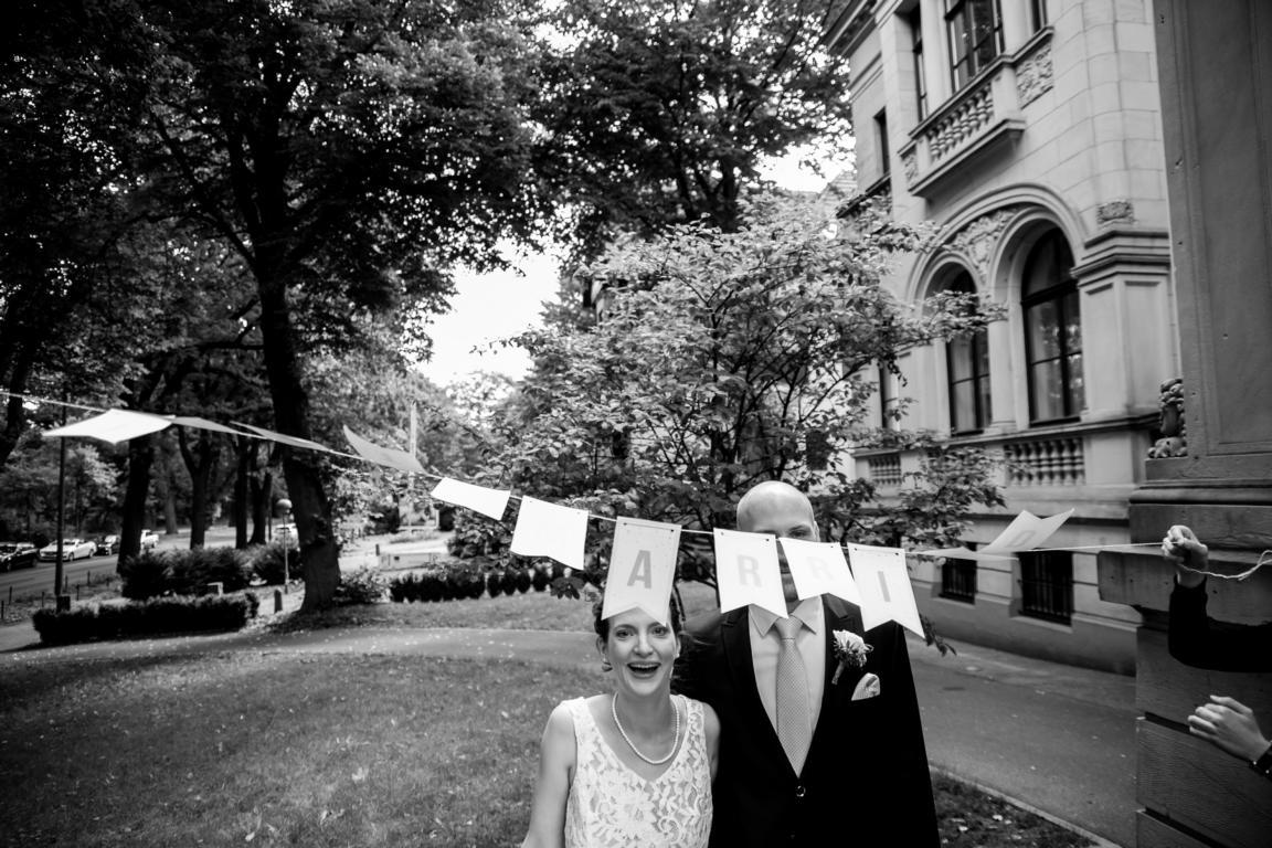 Brautpaar vor dem Standesamt Bremen