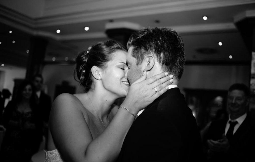 Hochzeit in Bremen mit Krücken und Fotobox