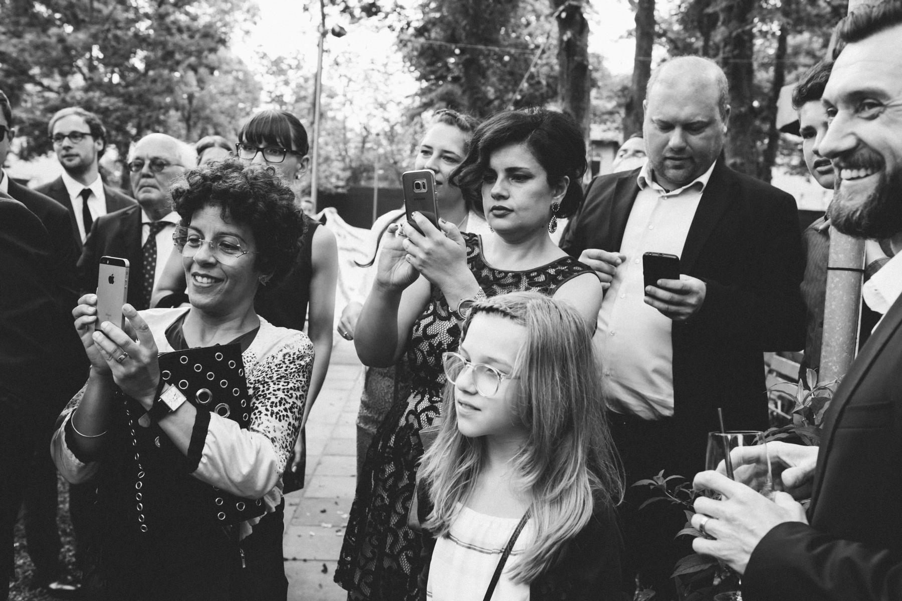 Hochzeitsgäste bei Hochzeitsfeier in der Luise Dahlem in Berlin