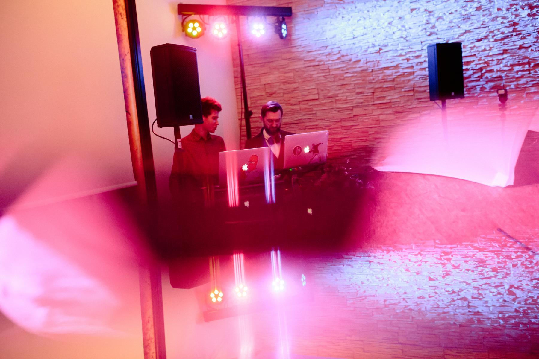 DJ-Team bei Hochzeit in der Luise Dahlem in Berlin