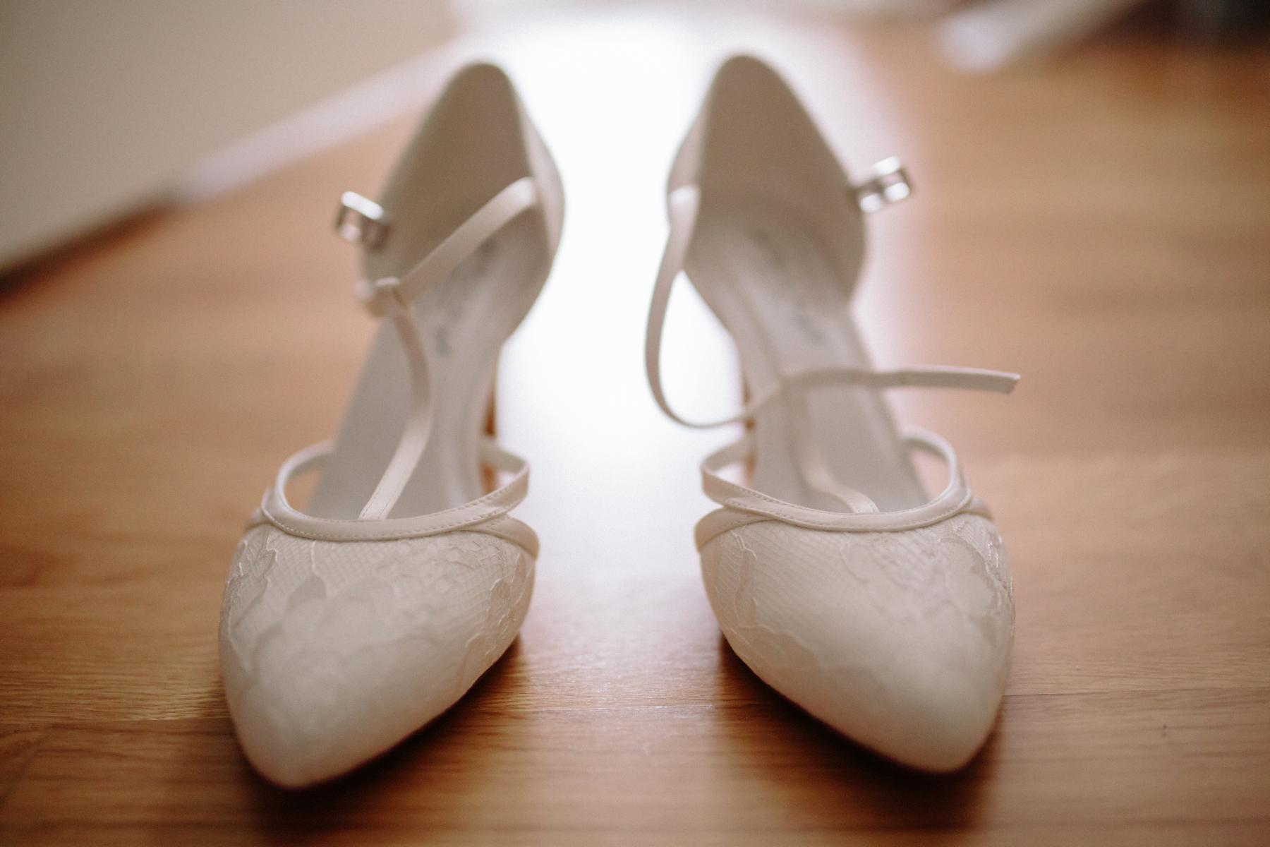the bride´s wedding shoes